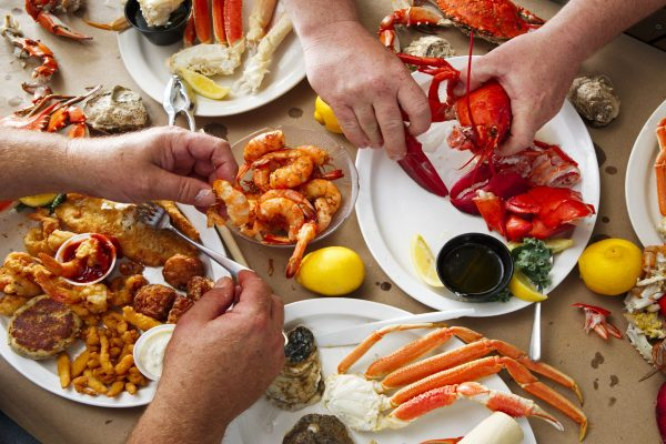 How to choose to cook seafood safely